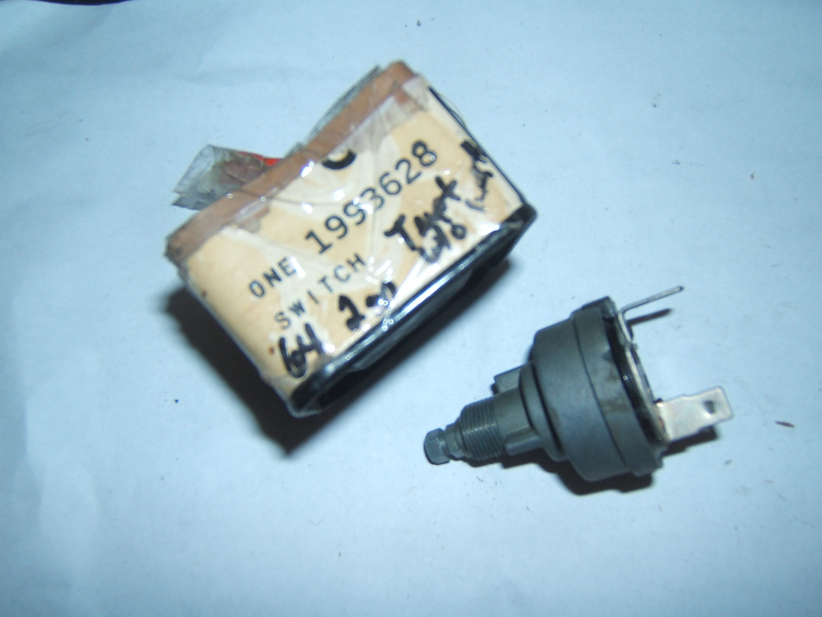 1964 Pontiac Tempest GTO windshield wiper switch nos 1993628 (a 1993628)