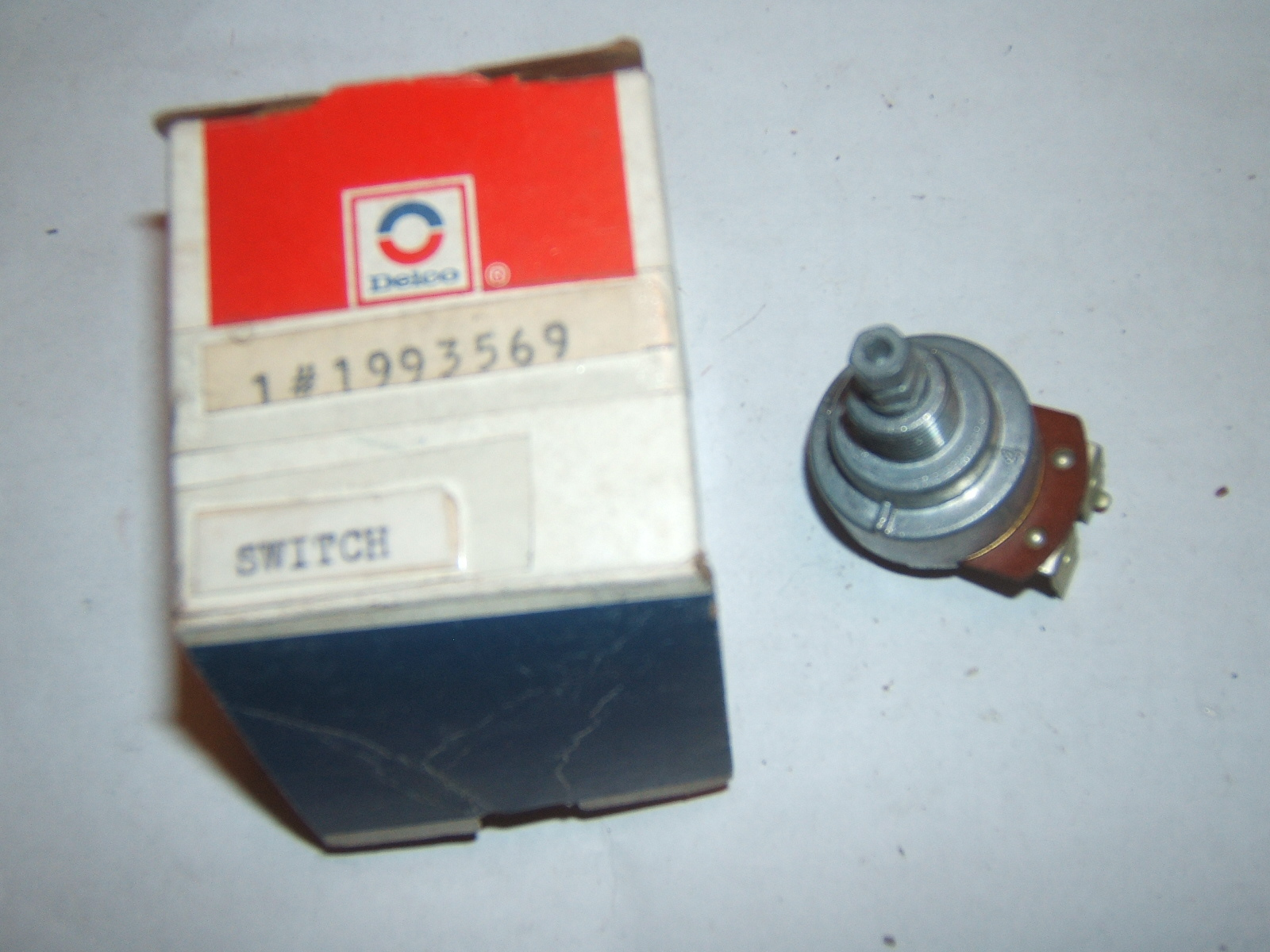 1962 -64 Oldsmobile windshield wiper switch nos 19935697 (a 1993569)