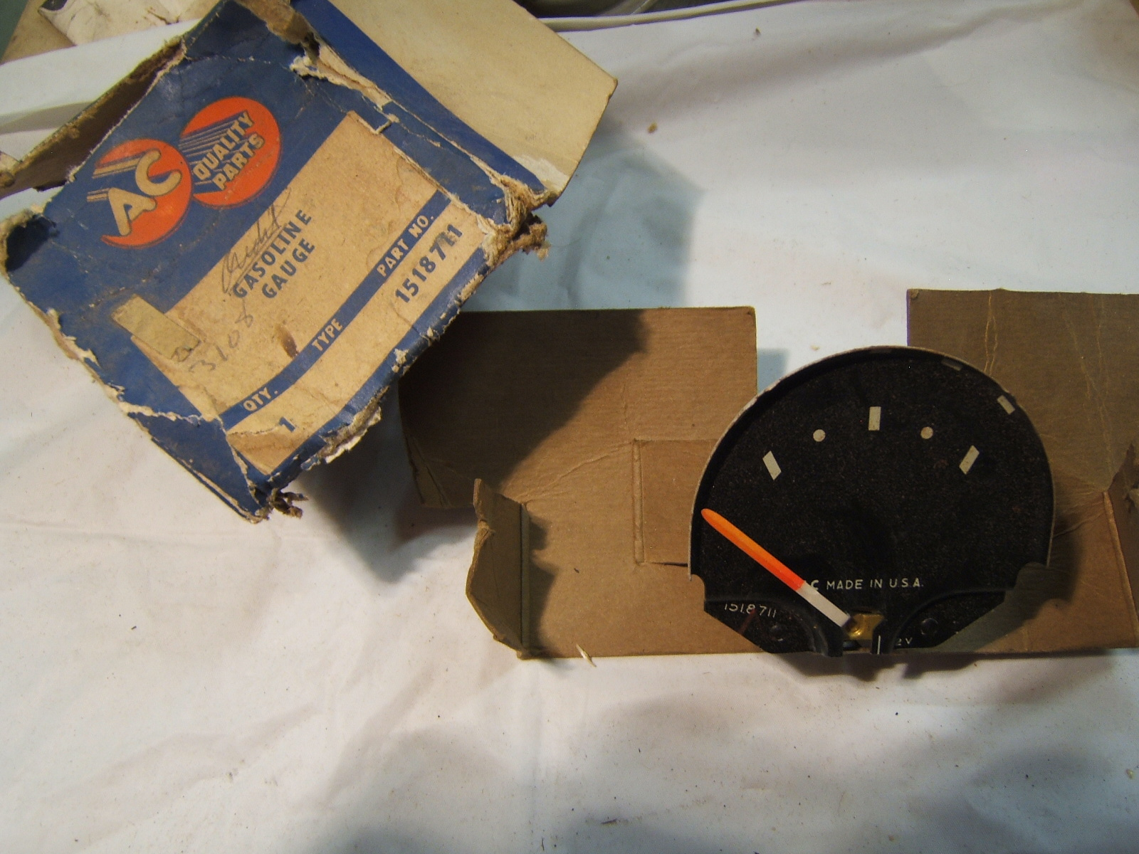 1957 chevrolet gas / fuel gauge nos gm # 1518711 (a 1518711)