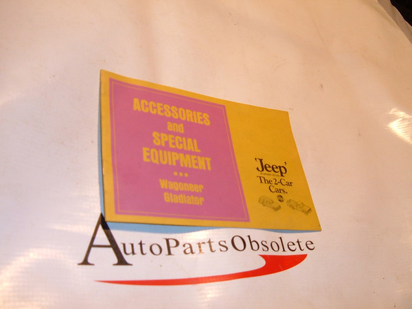1969,1970,1971 jeep accessory booklet orignal print jeep (z jeep brochure)