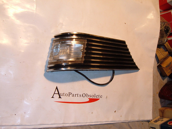 1956 packard clipper turn signal / parking light assembly nos # 6480502 (z 6480502)