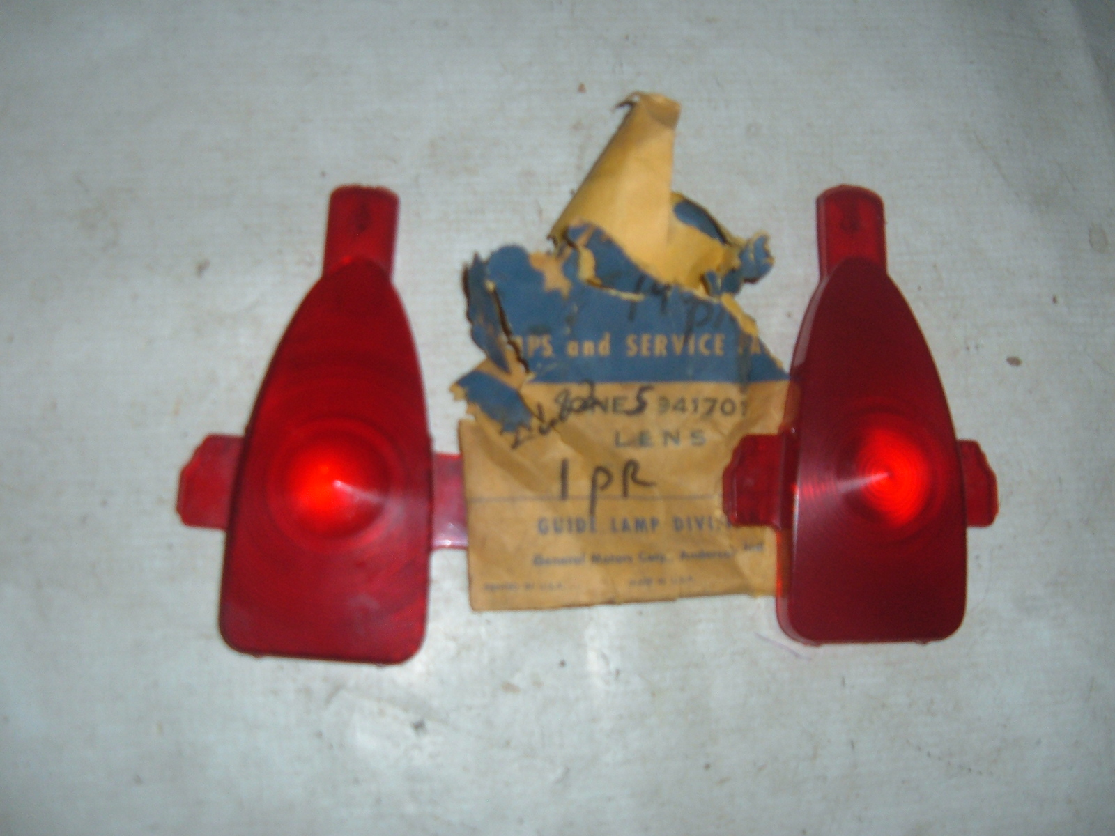 View Product1954 chevrolet taillight lens inner nos gm # 5941701 (z 5941701)