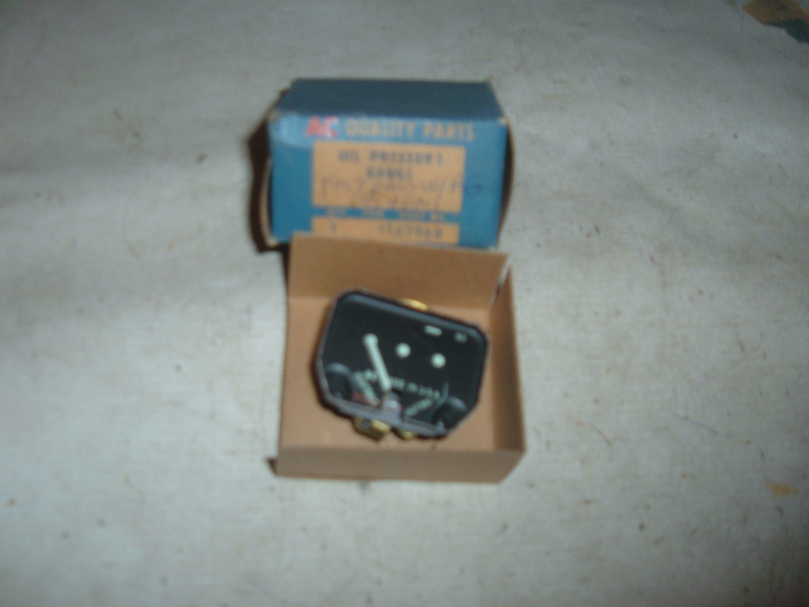1953 1954 chevrolet passenger car oil pressure gauge nos gm # 1507960 (z 1507960)
