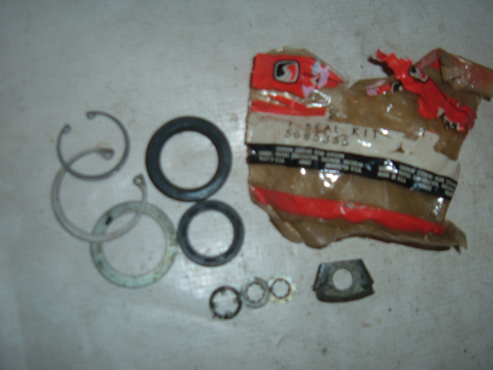 1957- 76 chevrolet cadillac pontiac buick pitman arm seal kit NOS gm # 5685355 (z 5685355)