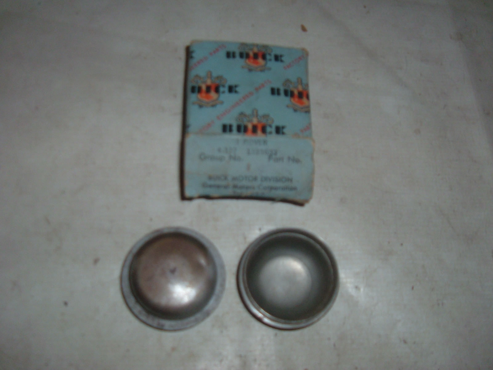 View Product1941 46 48 50 52 54 56 buick front wheel dust cover nos 1189159 1317618 1333633 (z 1333633)