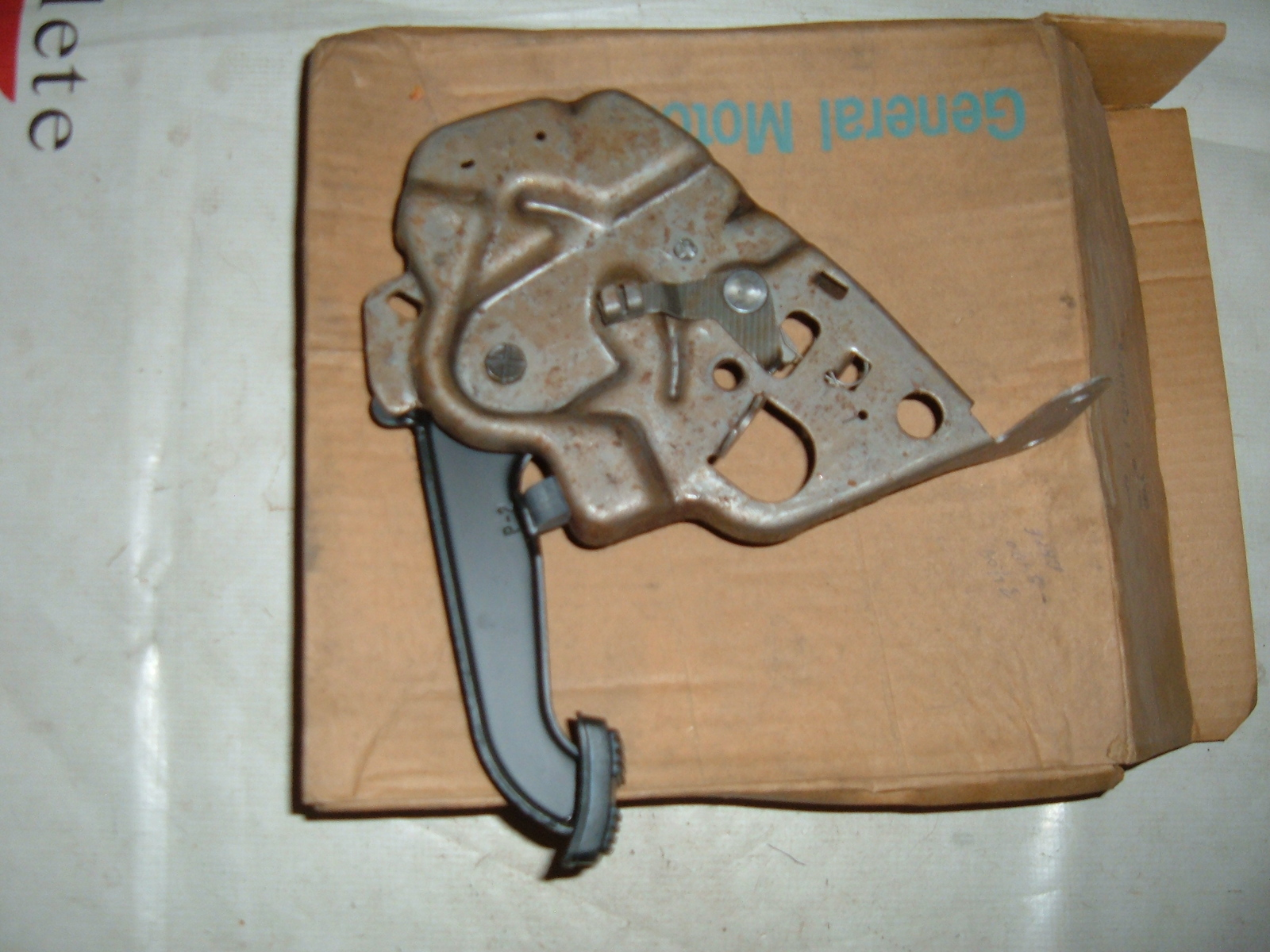 View Product1976 77 78 79 80 81 camaro chevelle parking brake pedal /handle nos gm # 25504376 (z 25504376)