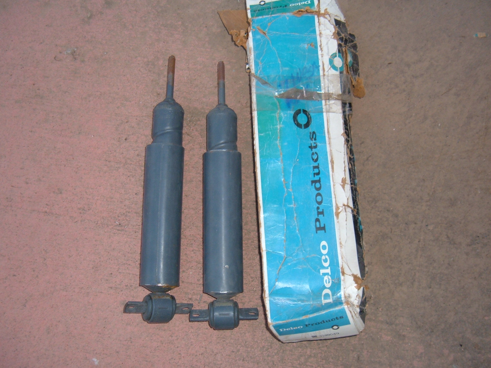 1971 chevrolet vega rear delco spiral shock absorbers nos gm 3189049 (z 3189049)
