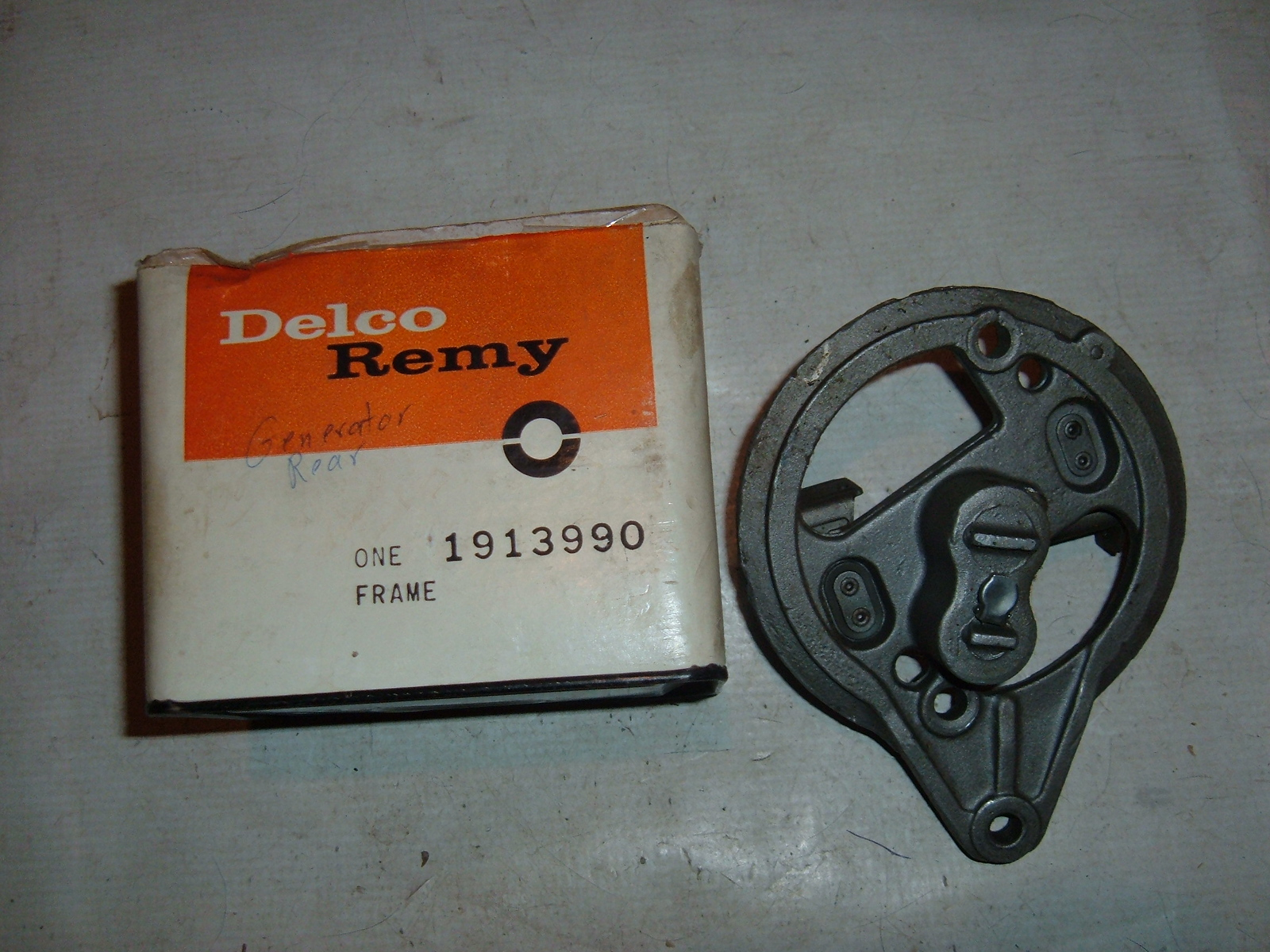 1938 40 42 46 48 50 52 chevrolet generator end frame nos gm 1913990 (z 1913990)