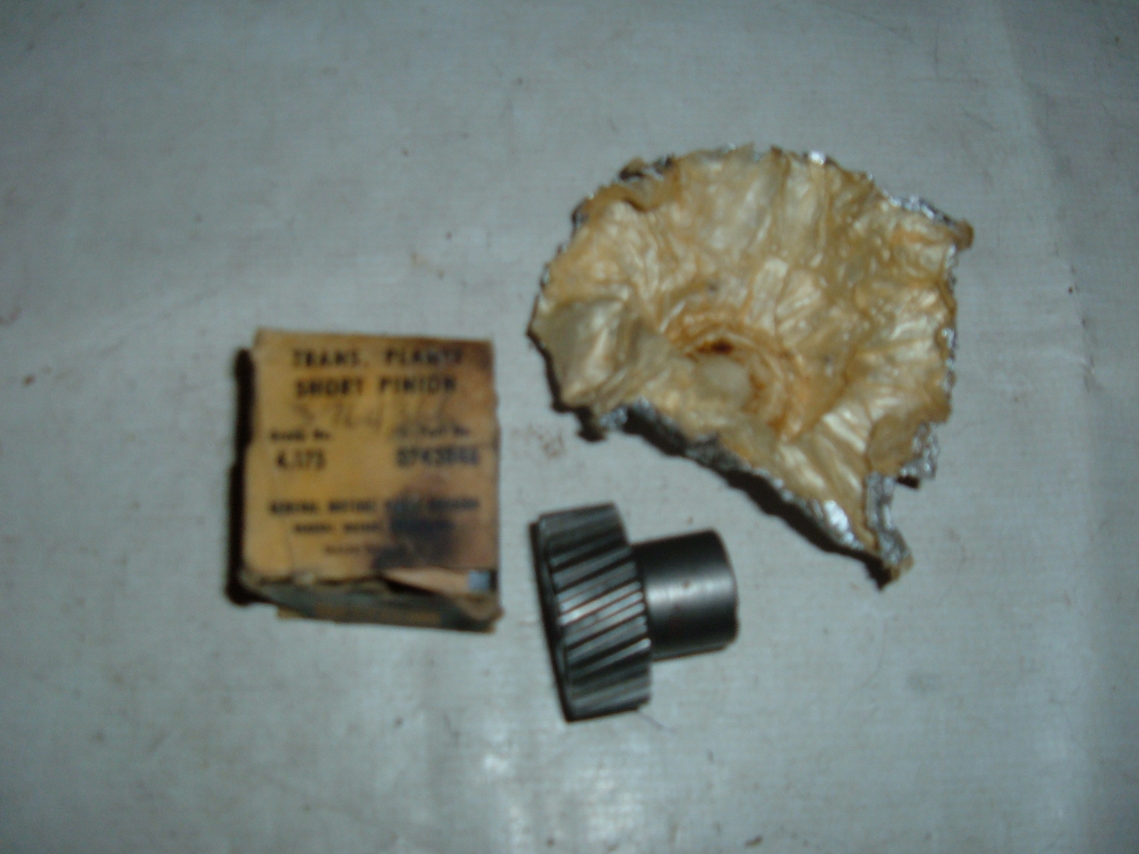 View Product1950 52 54 56 58 chevrolet & corvette powerglide transmission planet pinion nos gm # 3764366 (z 3764366)