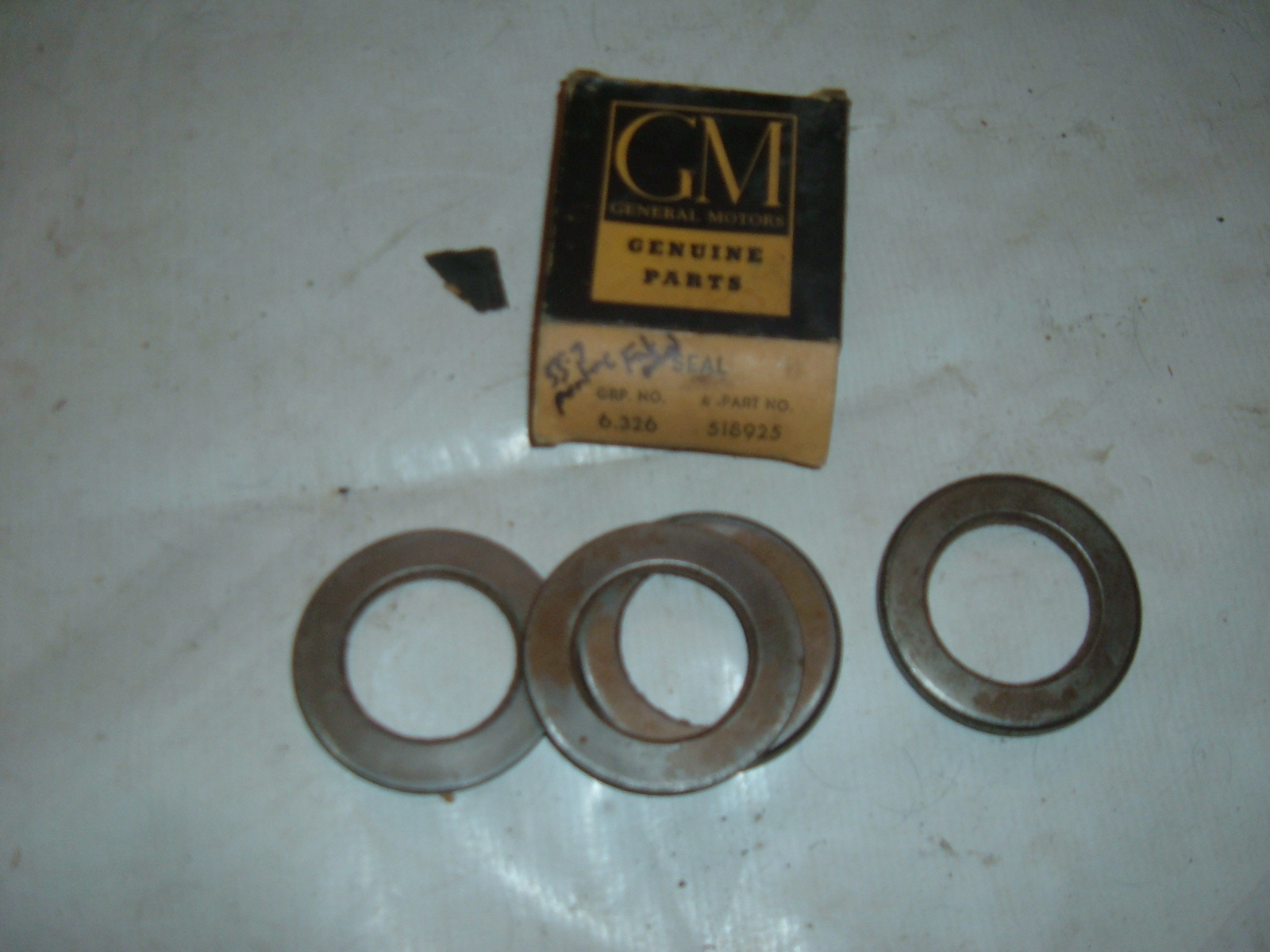 View Product1955 56 57 pontiac front wheel seals nos gm 4ct # 518925 (z 598125)