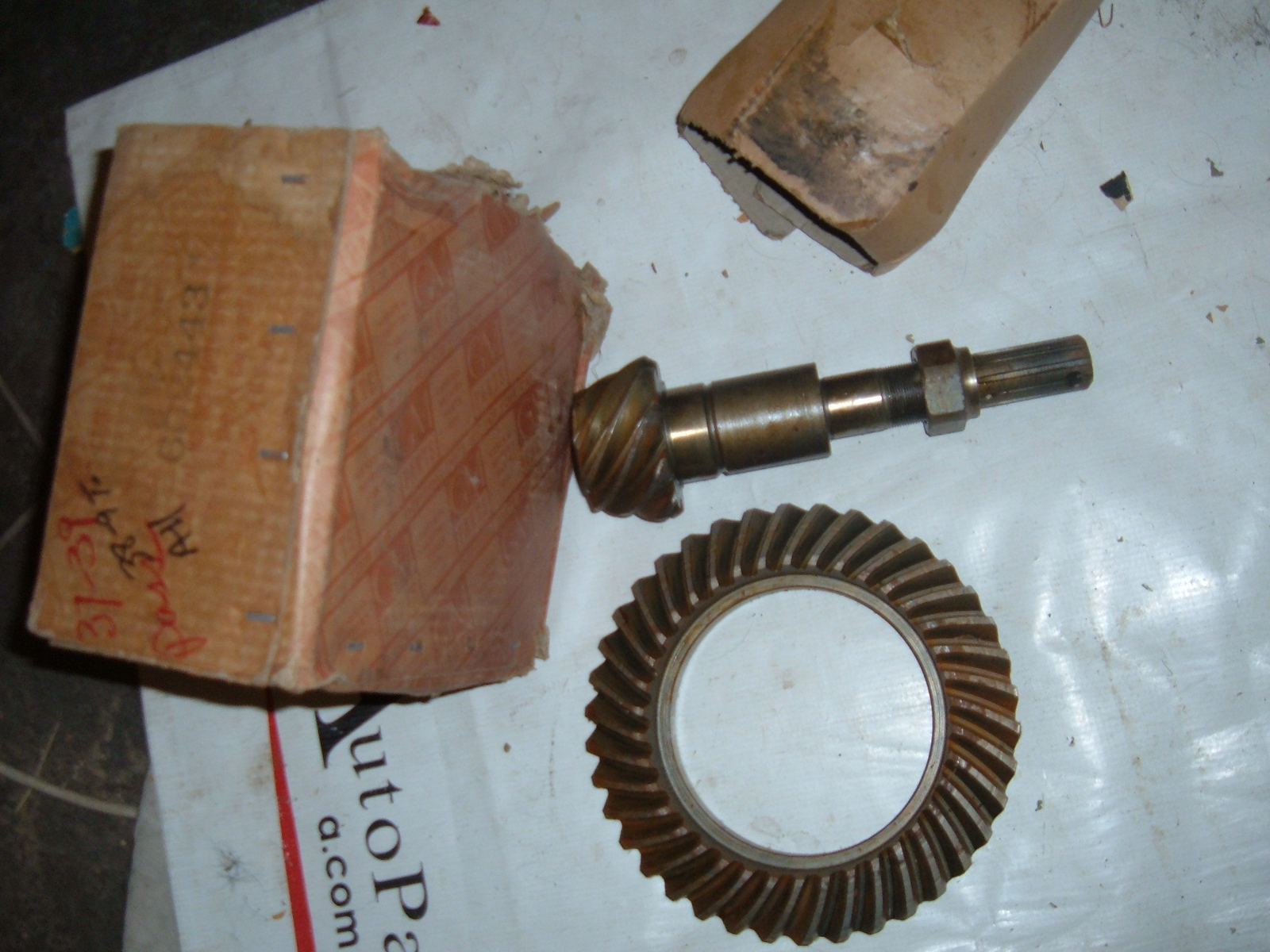 View Product1937 38 39 chevrolet ring /pinion gear set nos gm # 602443 (z 602443)