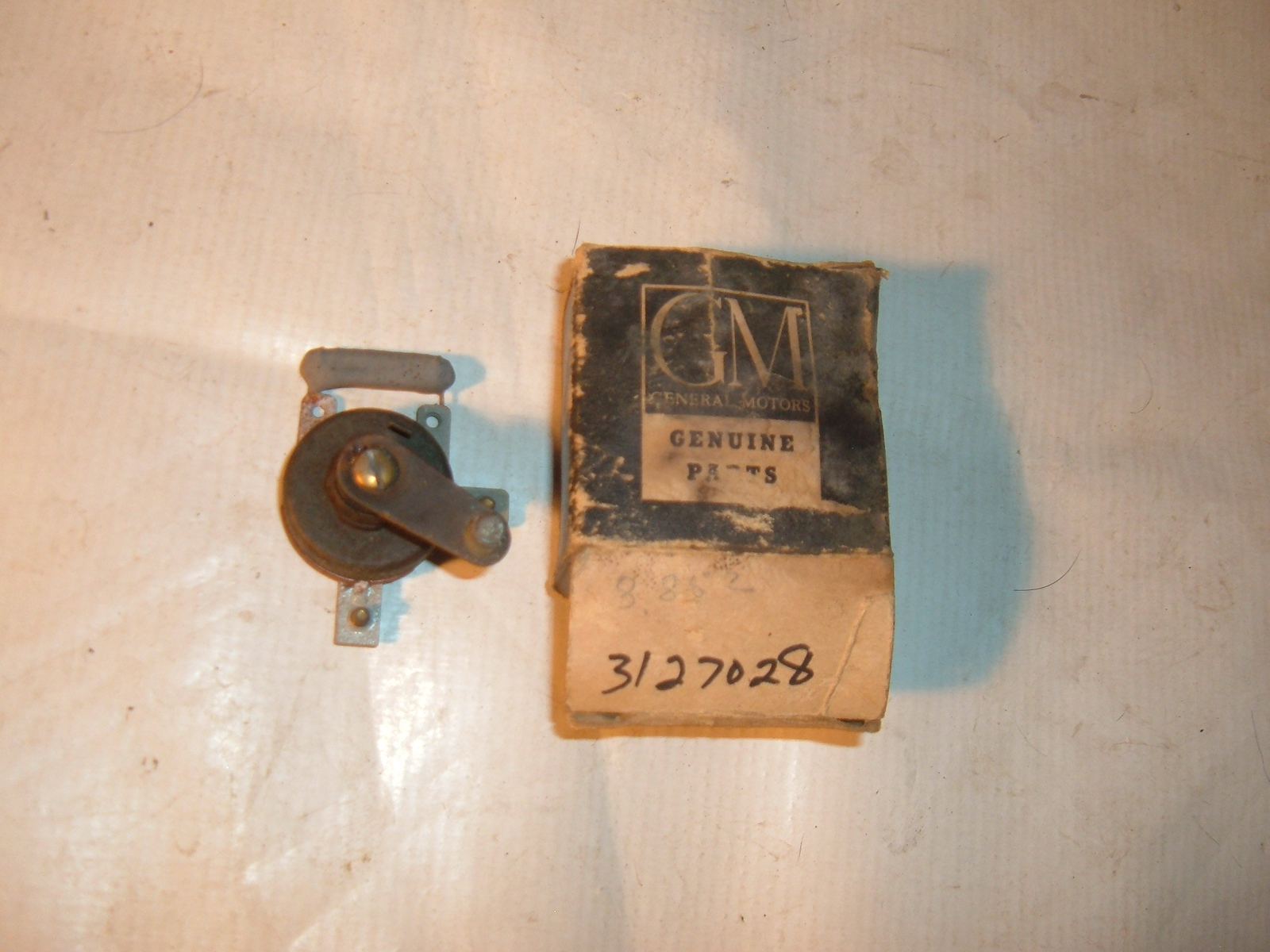 View Product1951 52 chevroletheater fan blower switch nos gm # 3127028 (z 3127028)