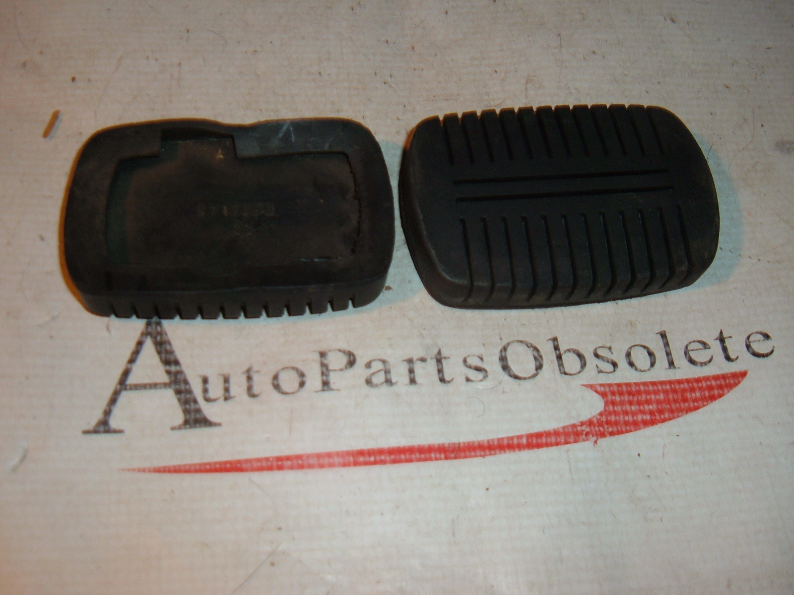 View Product1955 57 59 61 63 65 corvair chevrolet truck brake clutch ppedal pad nos gm 3711698 (z 3711698)