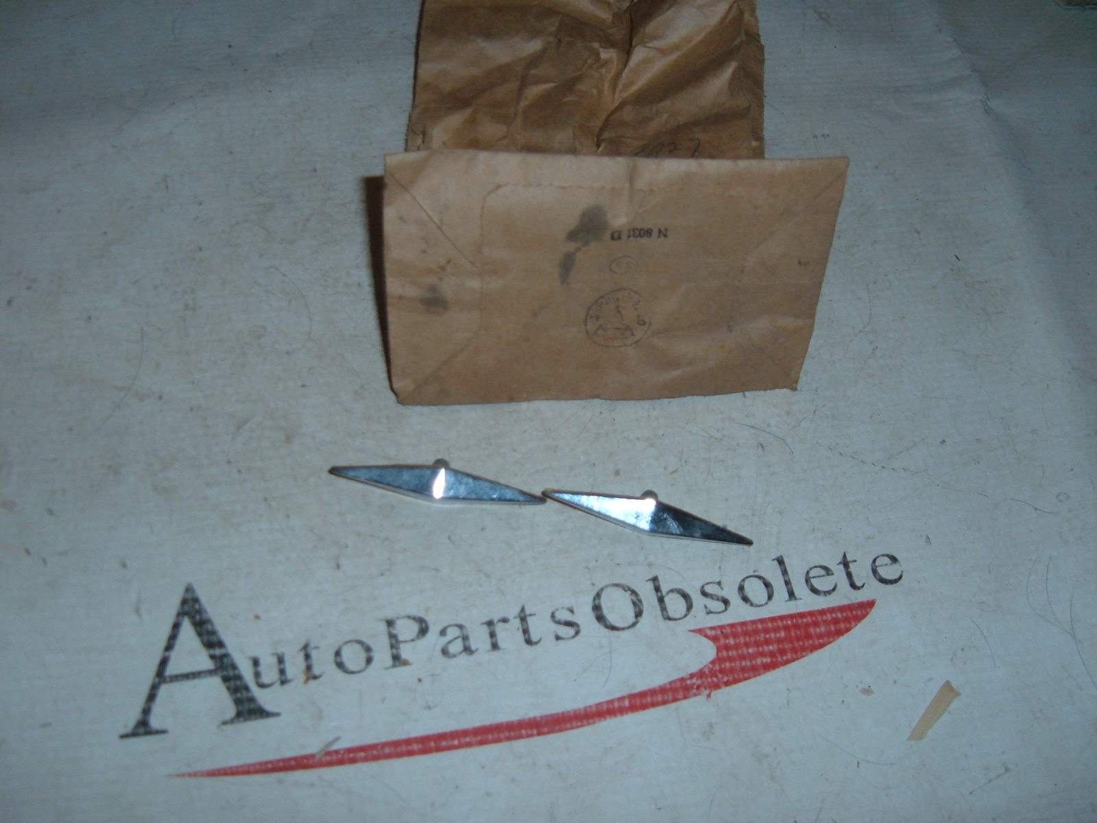View Product1947 48 49 nash studebaker fender ornament nos 285927 (z 285927)
