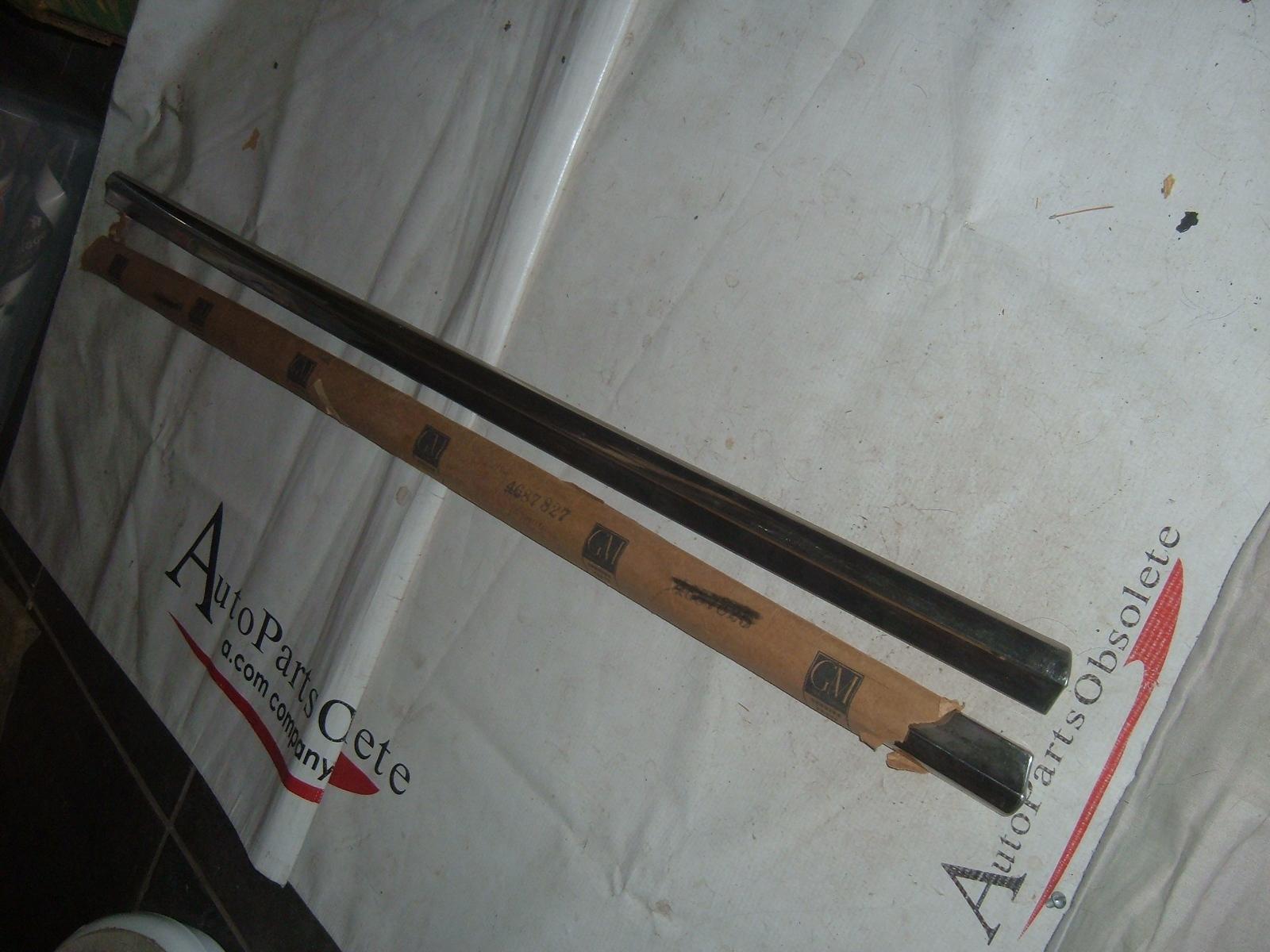 1957 cheverolet door moldings nos gm # 4687827/28 (z 4687827/8)