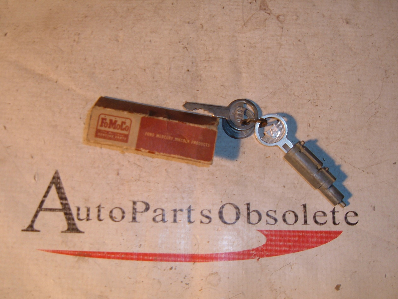 View Product1951 Ford trunk lock with old original Ford keys NOS Ford 1A – 7043505 (z 1a7043505)