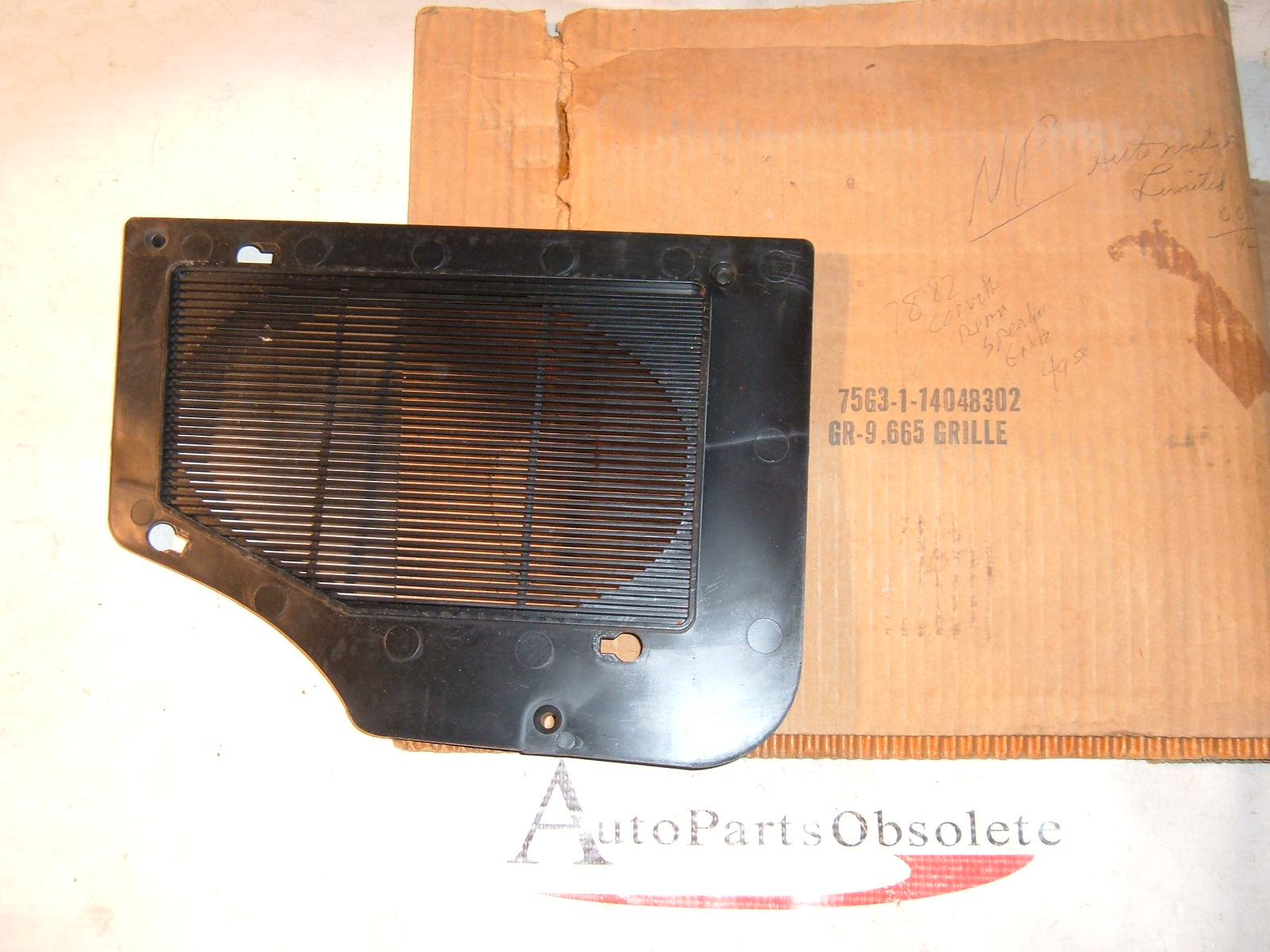 1978 79 80 81 82 corvette radio speaker cover nos gm # 14048302 (z 14048302)