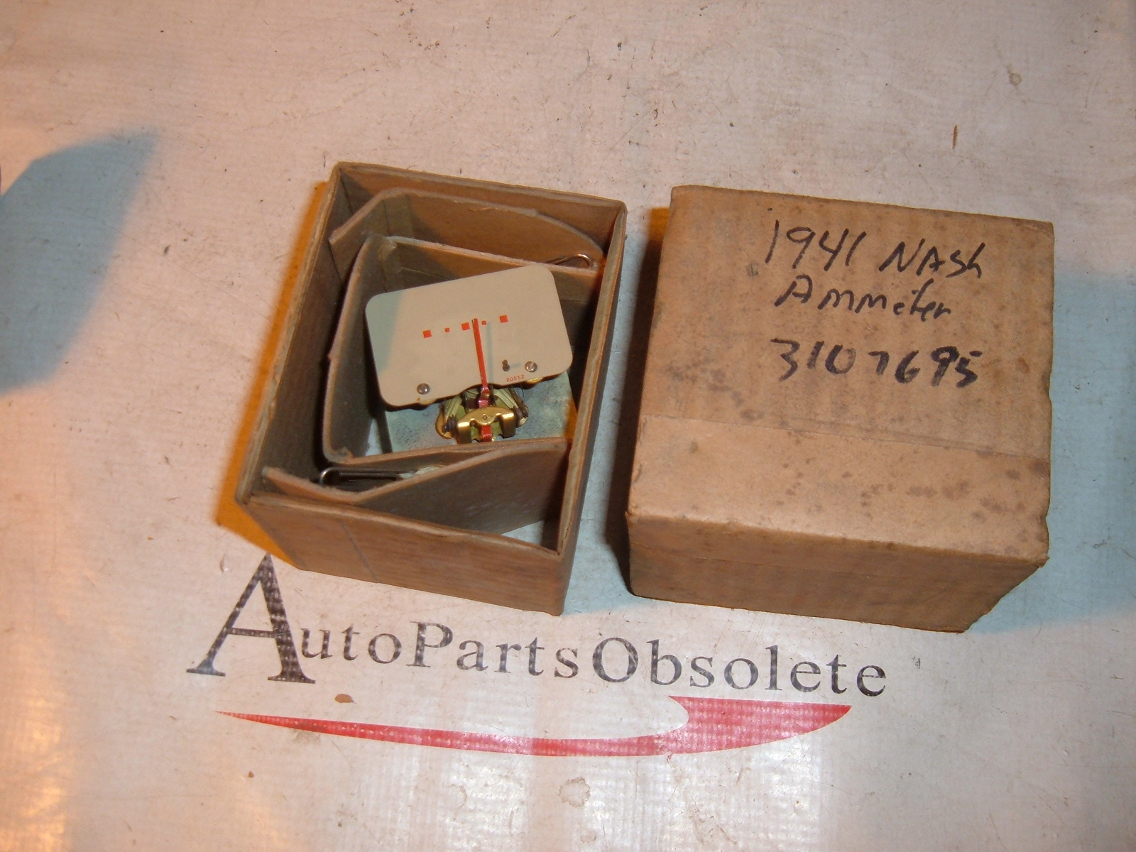 View Product1941 nash ammeter gauge nos 3107695 (z 3107695)
