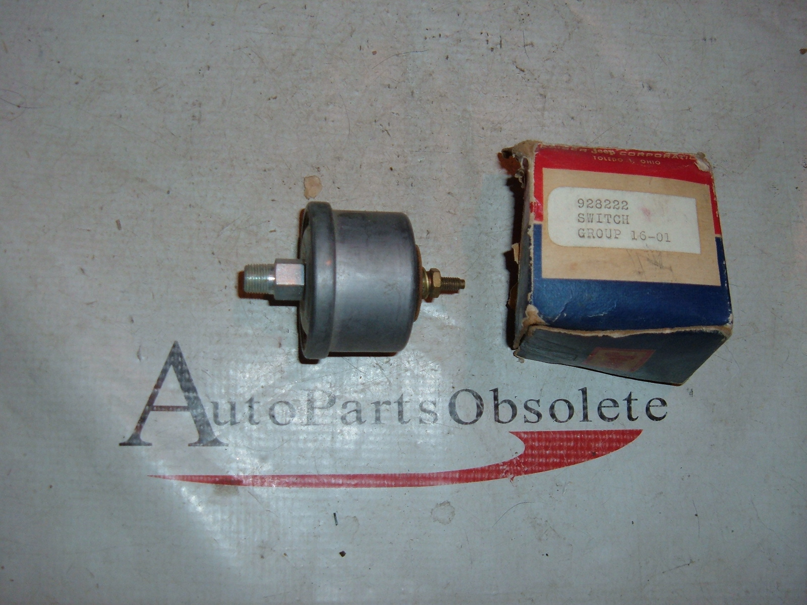 1956 60 jeep oil pressure sending unit nos # 928222 (z 928222)