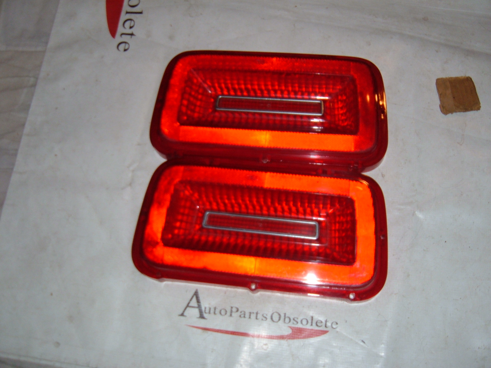 1957-58 FORD CAR TAIL LIGHT LENS SLEEVE W//OUT BACKUP LIGHT          B7A-13489-A