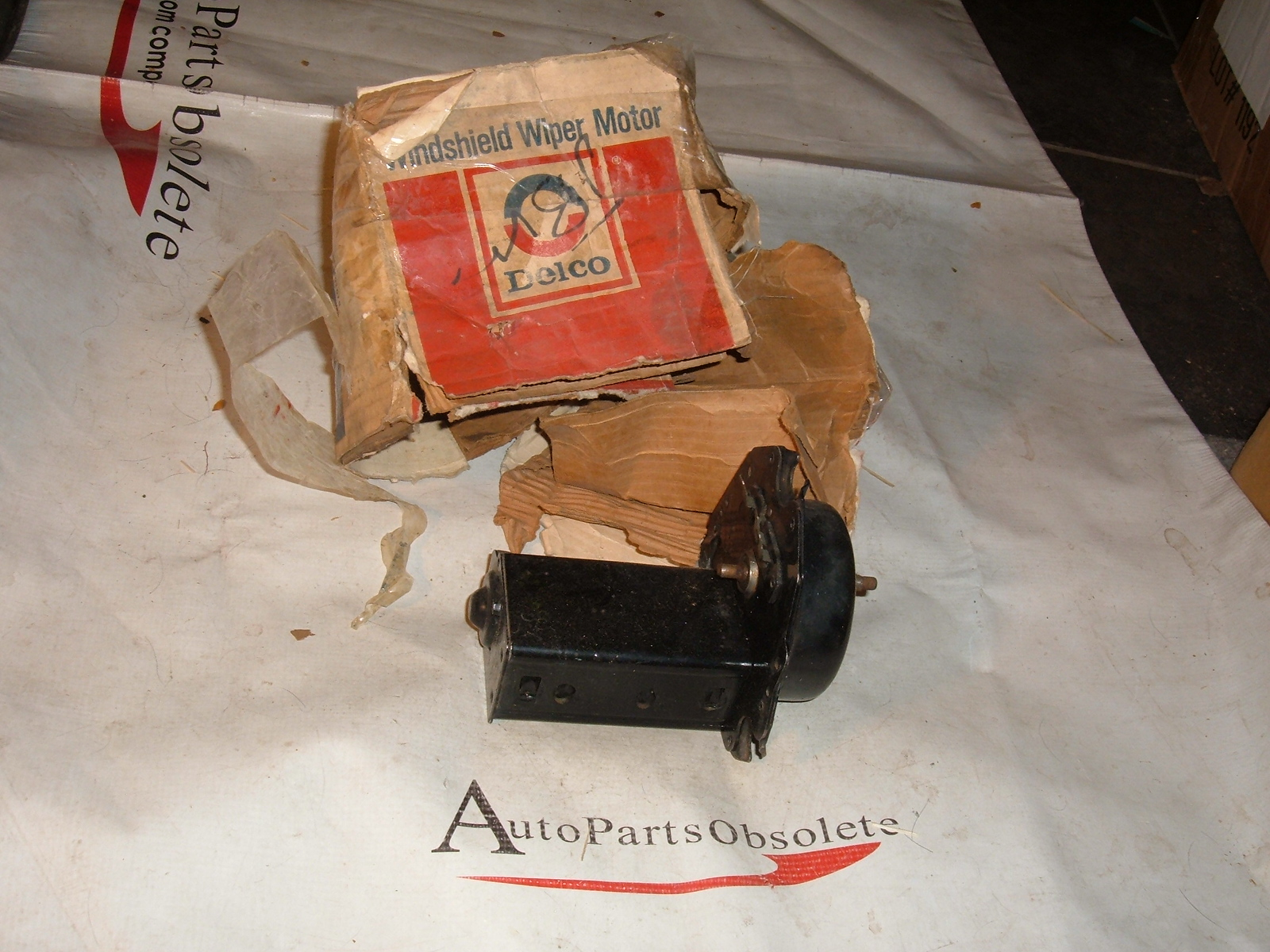 View Product1963 64 65 66 67 nova chevelle windshield wiper motor nos gm # 4911476 (z 4911476)