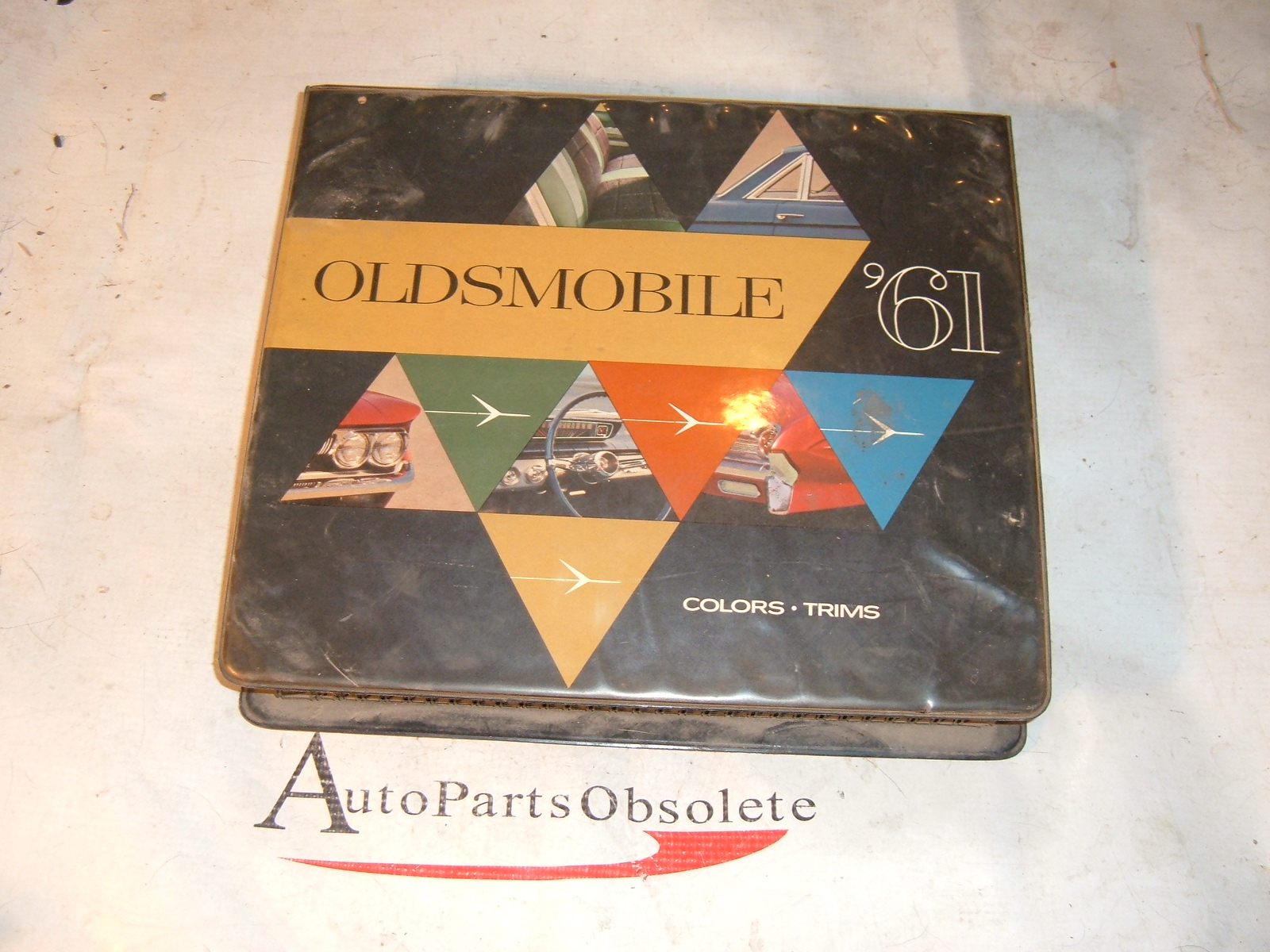 View Product1961 oldsmobile dealer fabric & color book original (z 61oldscolorbook)