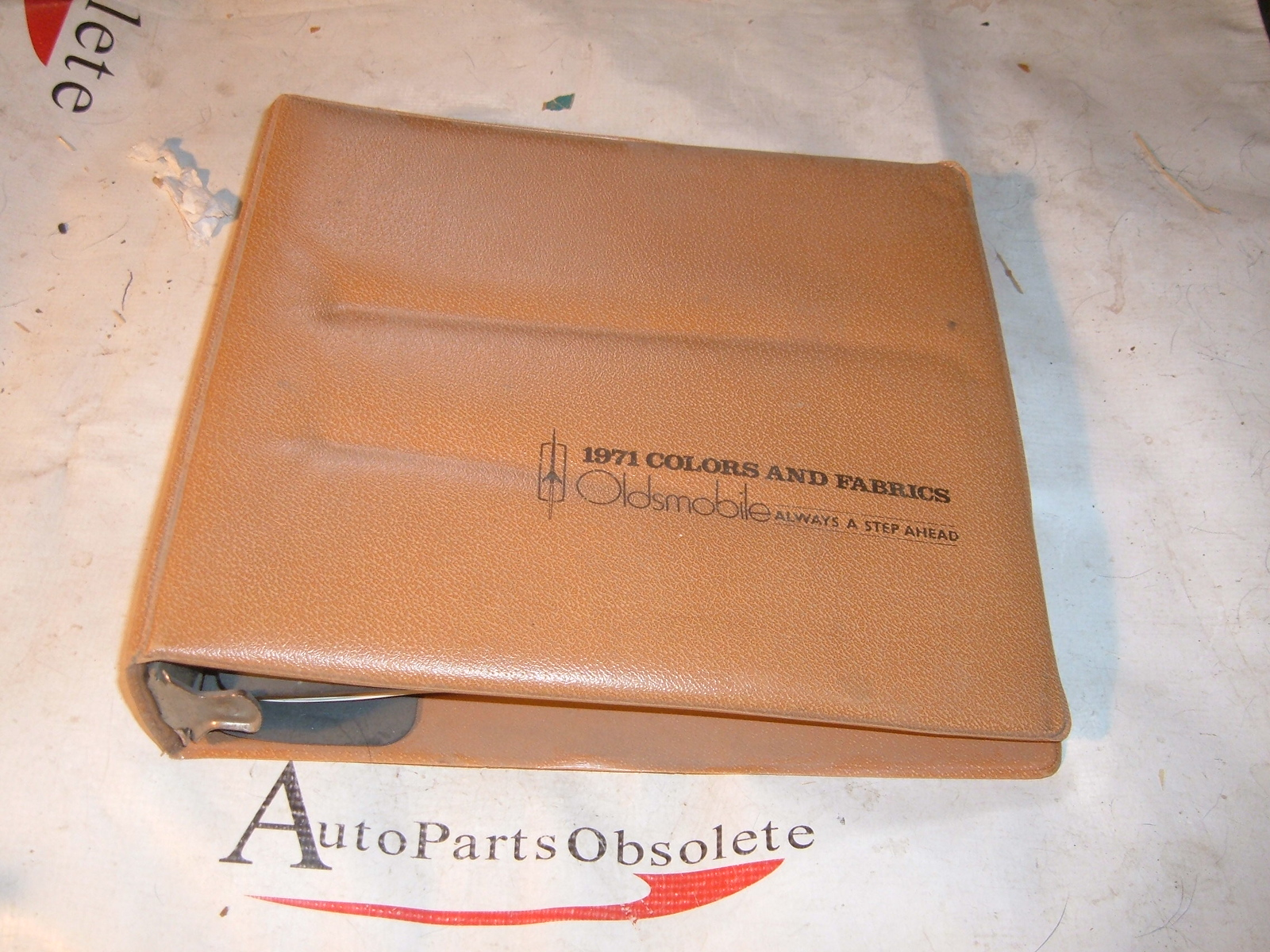 View Product1971 oldsmobile dealer fabric & color book original (a 71oldscolorbook)