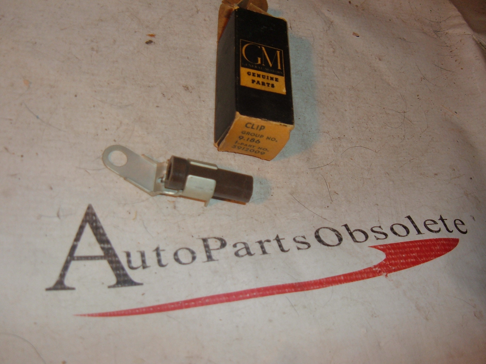 1955 56 57 58 59 60 oldsmobile air conditioning compressor wire/clip nos gm # 5912009 (z 5912009)