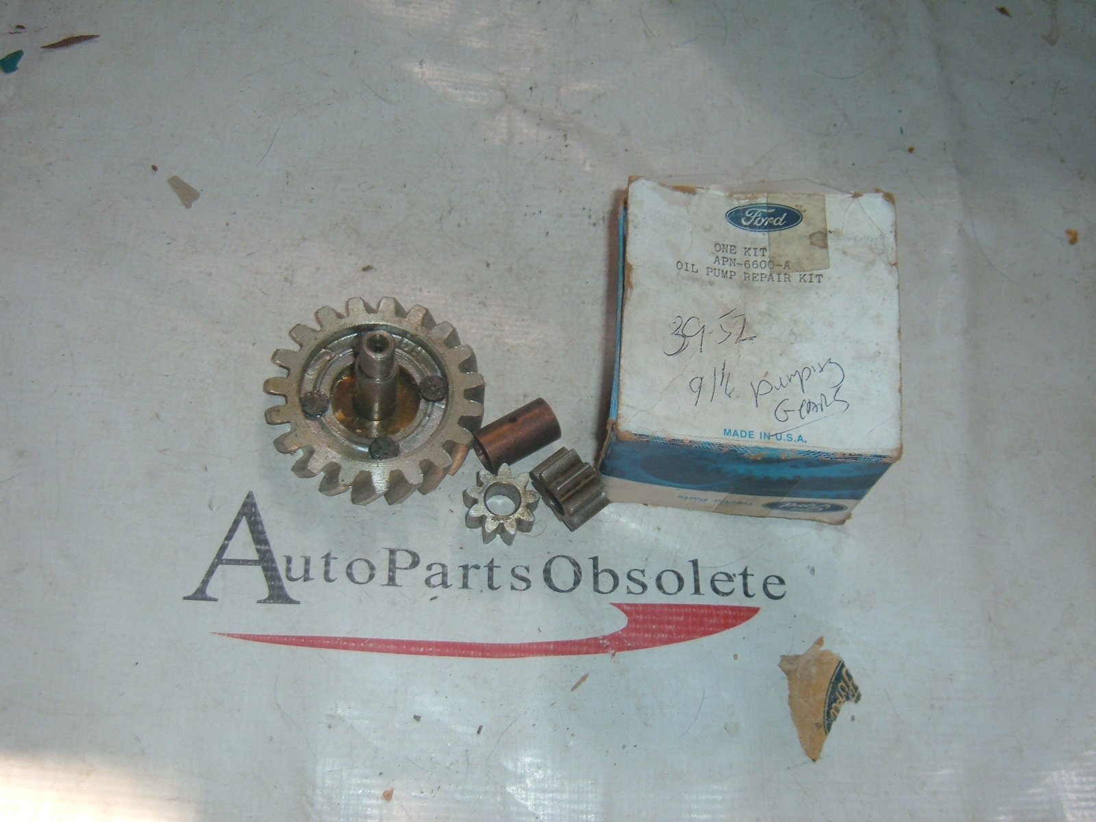 1939 41 43 45 47 49 52 ford tractor oil pump kit nos ford # APN-6600-A (z apn6600a)