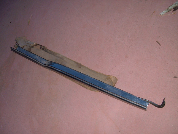1955 56 57 chevrolet 1/4 window molding # 4686809 (z 4686809)