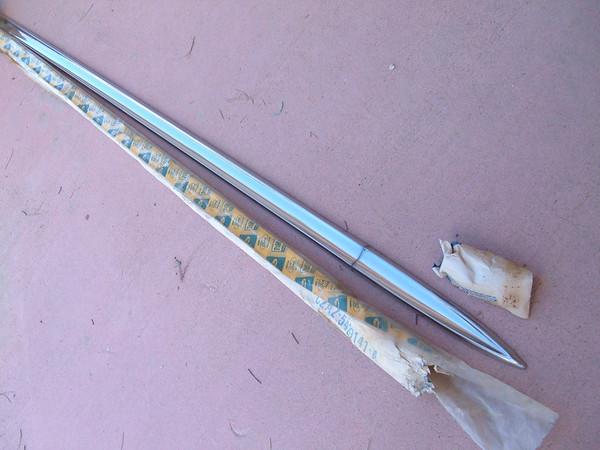 1962 ford galaxie quarter panel molding C2AZ 5429141 A (z c2az5429141a)