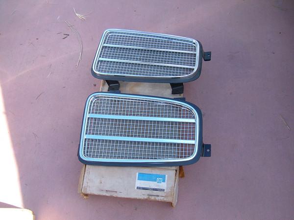 1972 ponitac lemans grilles gm 486307/08 (z 496307/08)