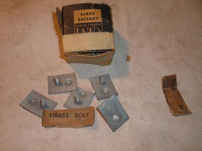 1952 pontiac side molding bolt /clips 516453 (z 516453)