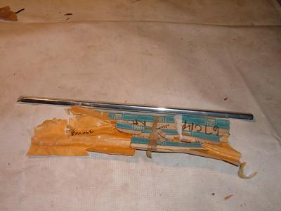 1967 chevrolet caprice frt fender molding # 3904639 (z 3904639)