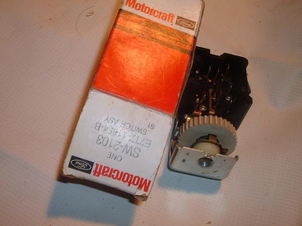 View Product1987 88 89 90 ford truck / bronco headlight switch E7TZ 11654 B (z e7tz11654b)