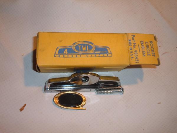 1954 55 56 57 oldsmobile dash emblem nos # 983421 (z 983421)