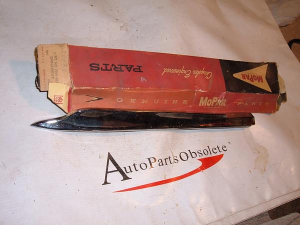 1962 chrysler fender molding nos # 2099687 (z 2099687)