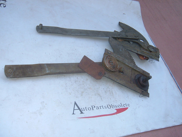 View Product1949,1950,1952 dodge chrysler window regualtor nos mopar # 1242640/39 (z 1242639/40)