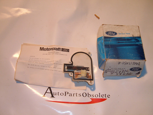 74,75,76,77,78 ford torino ranchero thunderbird windshield wiper cover/ gear nos ford # D4AZ 17A511 A (z d4az17a511a)