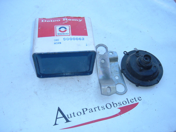 View Product1974 firebird gto camaro chevelle horn Nos GM # 9000062 (z 9000062)