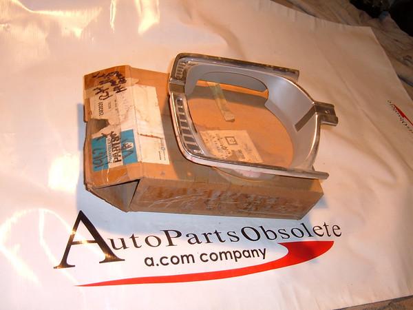 1967 plymouth valiant headlight door nos mopar # 2582020 (z 2582020)