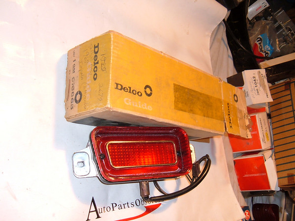 1969 chevrolet impala taillight assembly nos gm # 916868 (Z 916868)