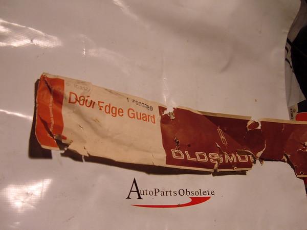 73,74 ,75 oldsmobile omega accessory door edge guards nos gm # 983389 (z 983389)