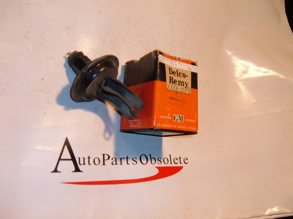 View Product1939,1940 white truck distributor vacuum adance Delco remey # 1116014 (z 1116014)