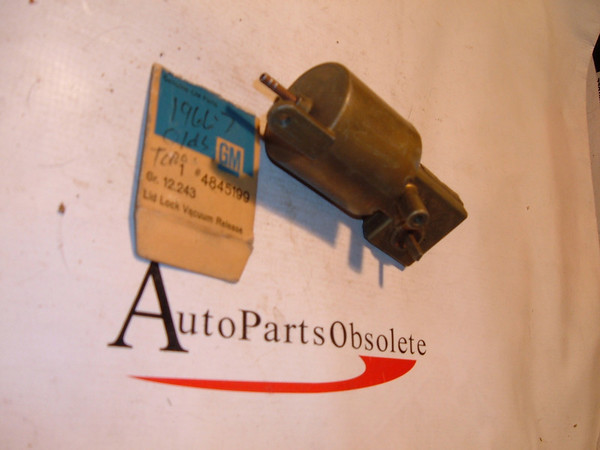 66,67 oldsmobile automatic trunk lock release nos gm # 4845199 (z 4845199)