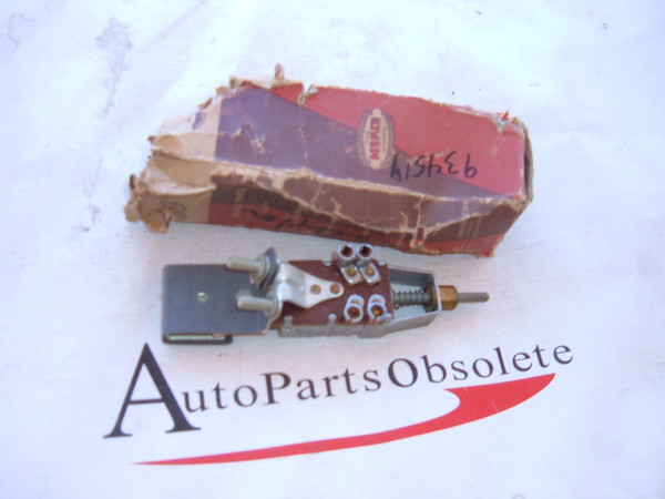 1941,1942 chrsyler headlight switch nos mopar # 934519 (z 934519)