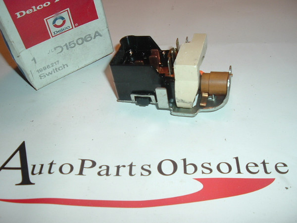 1974 -77 Chevrrolet Pontiac Headlight Switch Nos GM (a 1995217 d1506A)