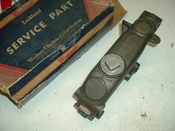 1946-54 Chrysler Desoto Dodge Plymouth master cylinder (A wag45) z