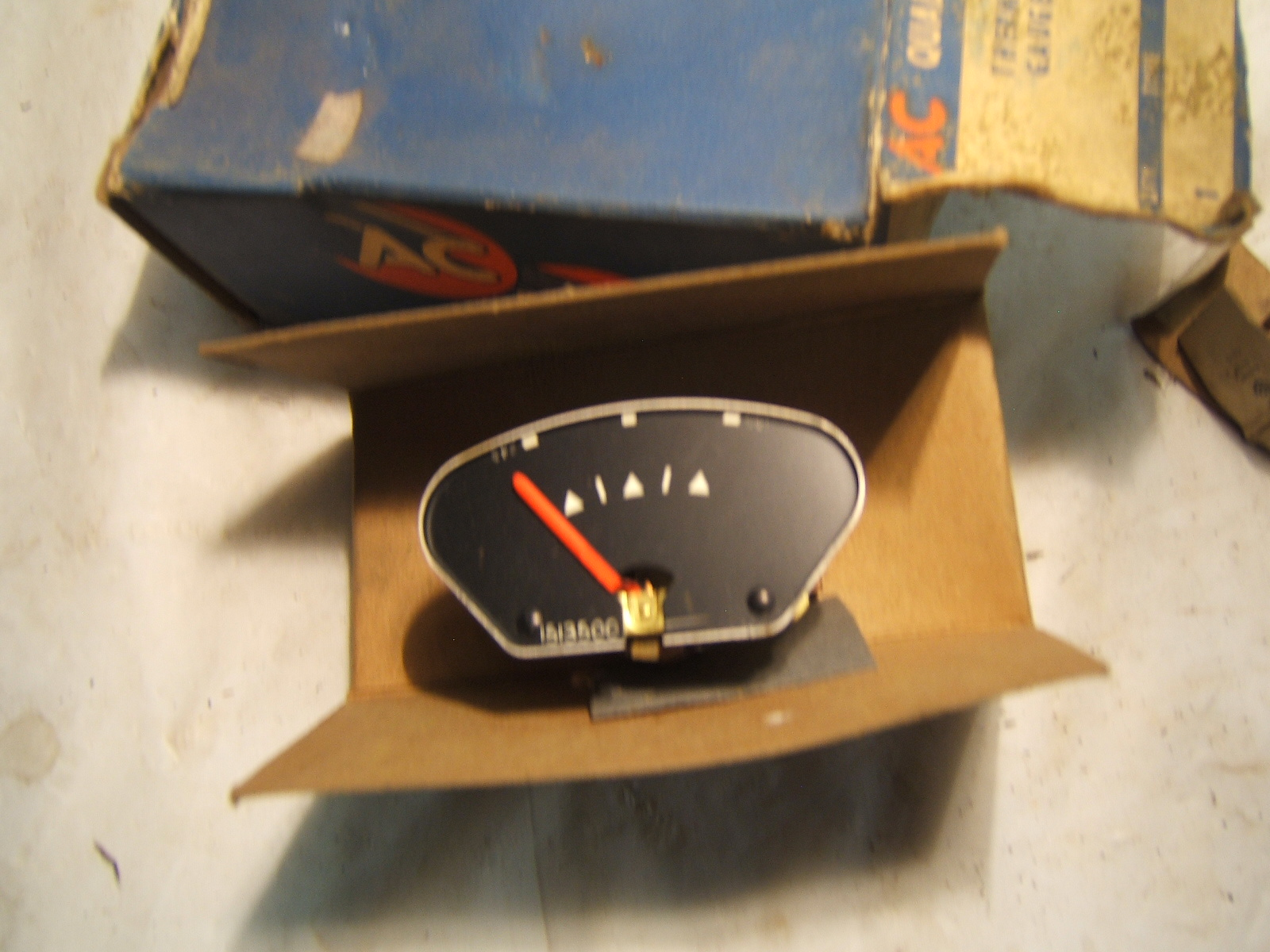 1958 Pontiac Temperrature gauge nos 1513500 (a 1513500)