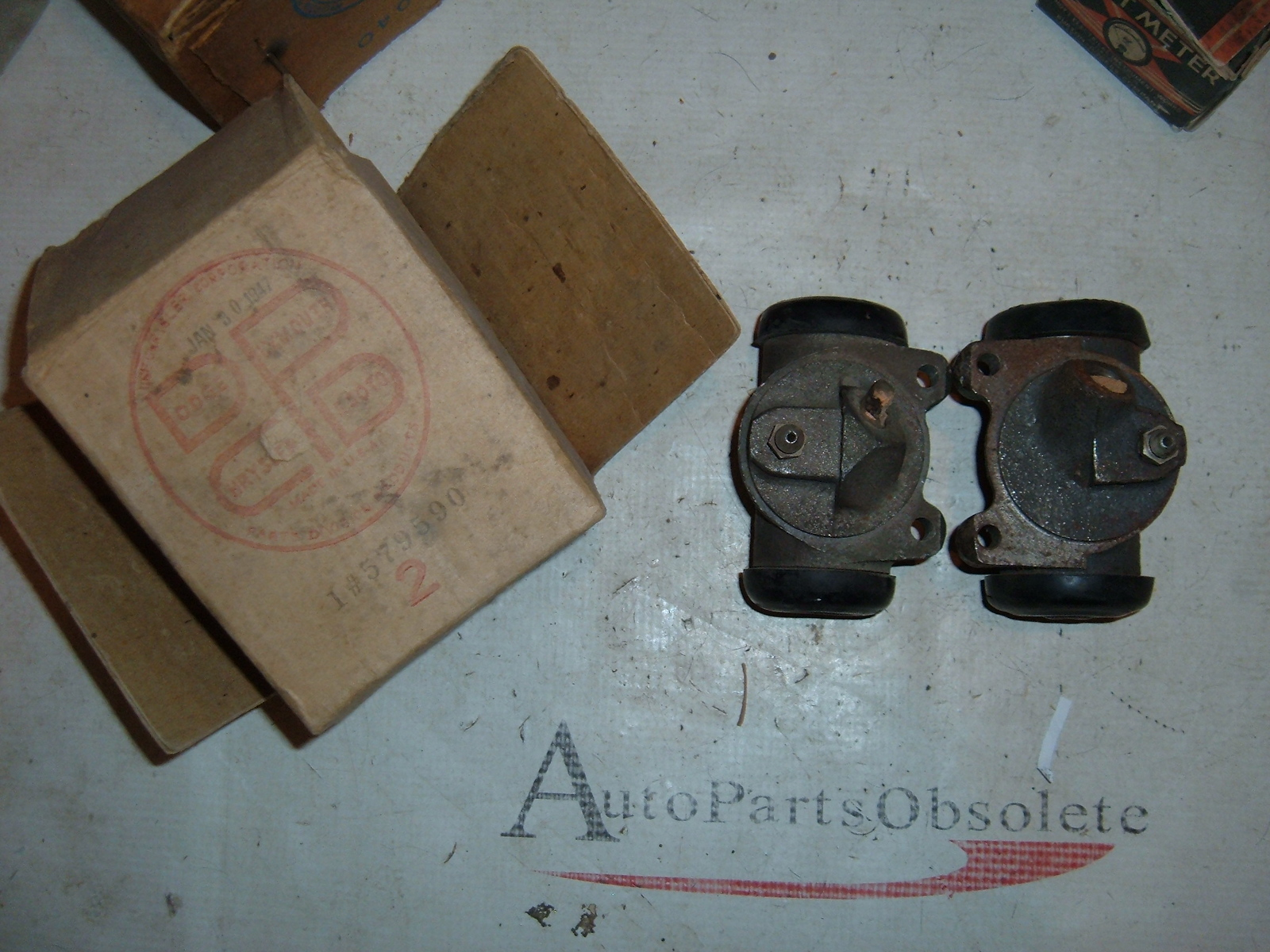 View Product1936 38 40 42 46 48 51 dodge truck brake wheel cylinder nos mopar 1271432/33 (z 579590/91)